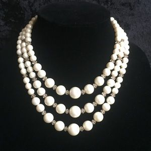 Jewelry - Pearl & crystal costume vintage necklace r001